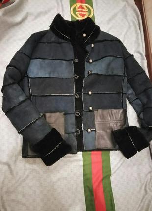 Натуральная стильная дубленка прямая с накладными карманами