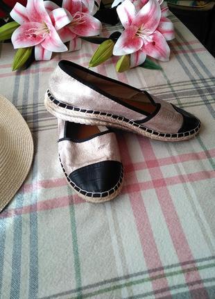 Очень крутие еспадрильи серебристие еспадрильї черный носок туфлы балетки