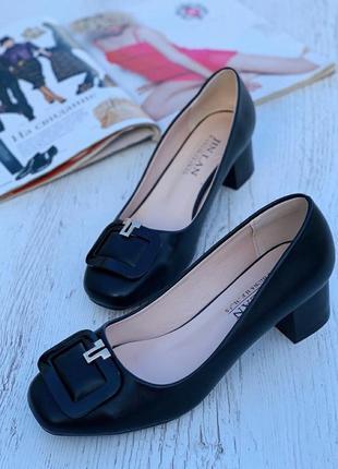 Женские туфли с квадратным носком на узкую ногу модные деловые классика