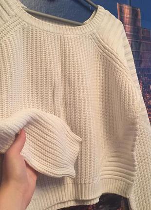 Укороченый белый свитерок!!!