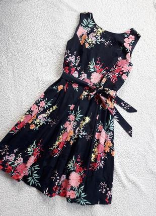 Коттоновое платье длины миди
