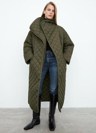 Стильное стеганое пальто хаки