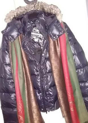 Невероятно красивая зимняя курточка  от известного брэнда diesel