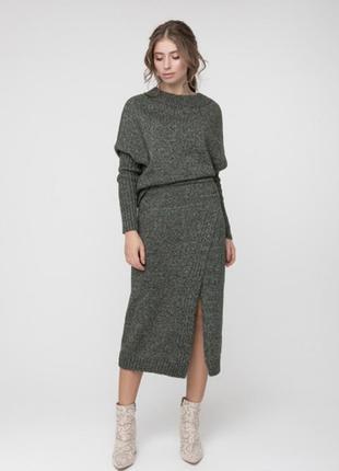 Обалденный вязаный костюм. свитер и юбка миди.