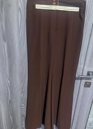 Широкие брюки-юбка.