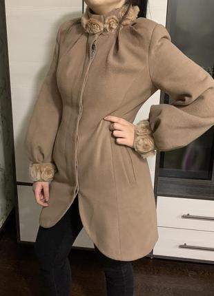 Осеннее бежевое пальто