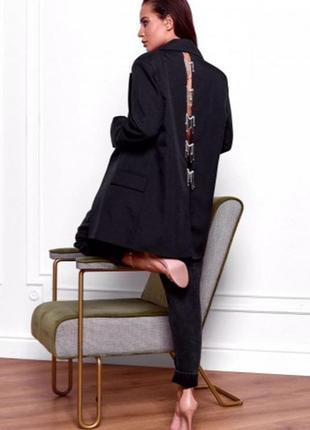 Пиджак с украшениями на спинке