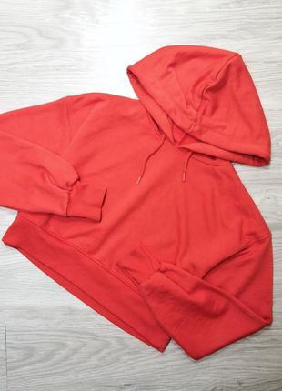 Стильный яркий красный укороченный кроп худи