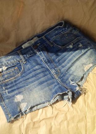 Крутые рваные джинсовые шорты с дырками и кляксами abercrombie&fitch оригинал