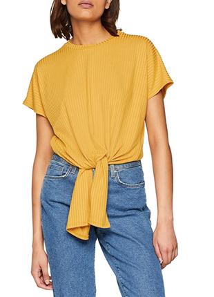 Невероятная футболка в рубчик с узлом и удлиненным задом от new look