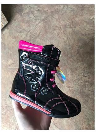 Новые лаковые демисезонные ботинки