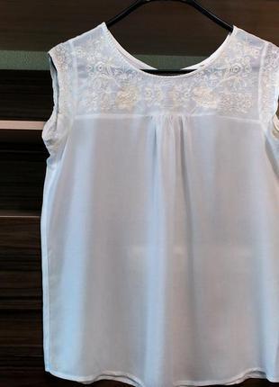 Стильная легкая блузка с вышивкой от authentic denim  р10/ 38