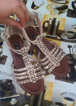 Стильные красивые босоножки,сандалии! размер 37
