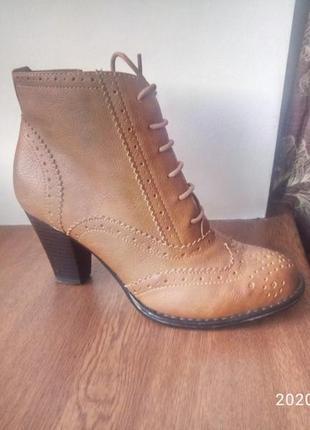 Стильные ботиночки на шнуровке демисезонные