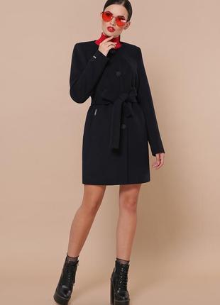 Короткое темно-синее кашемировое пальто