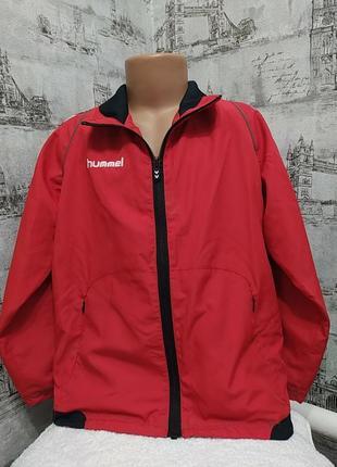 Красная с черным и белым  куртка ветровка подкладкой сетка