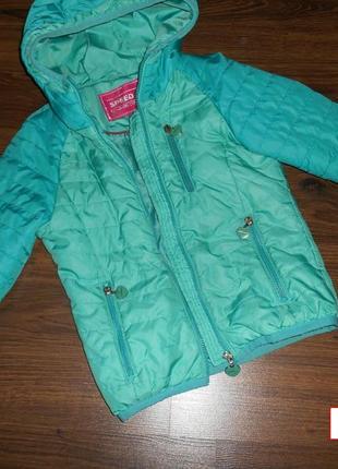 Демисезонная куртка на девочку на рост 122-128.