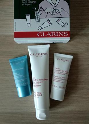 Набор clarins essentials kit (крем для лица,для рук и антисептик)