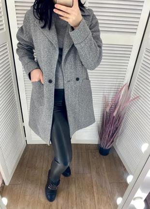 Серое кашемировое пальто на подкладке