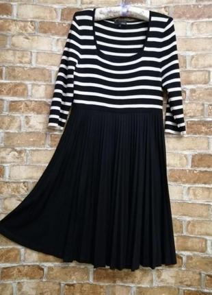 Вязаное платье с юбкой плиссе