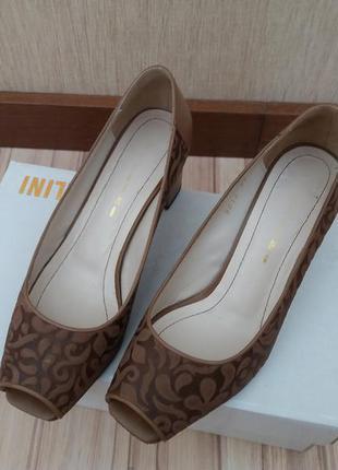 Кожаные туфли  на маленьком каблуке с открытым носом fellini1