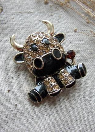 Милая брошь в виде быка символа года. цвет черный бронзовый