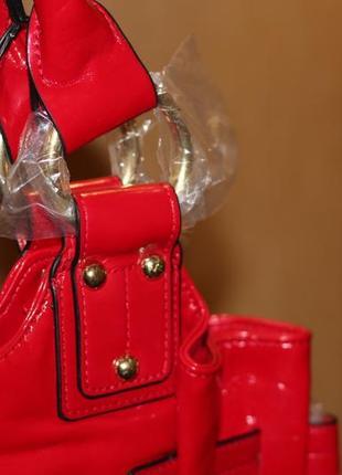 Cтильная красная лаковая сумка от орифлейм oriflame4 фото