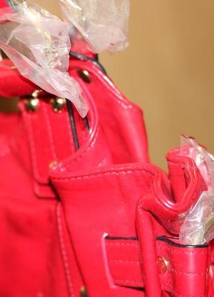 Cтильная красная лаковая сумка от орифлейм oriflame5 фото