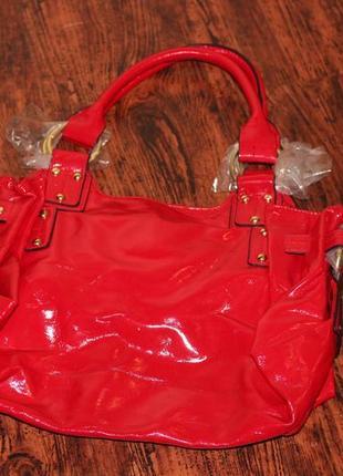 Cтильная красная лаковая сумка от орифлейм oriflame