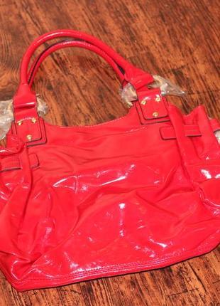 Cтильная красная лаковая сумка от орифлейм oriflame7 фото