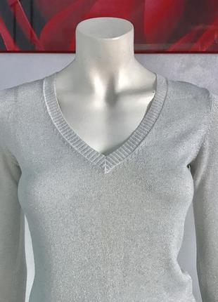 Джемпер серебряного цвета с искрой