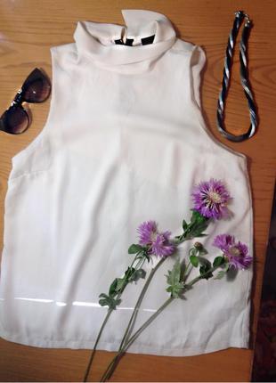 Белая блуза без рукавов  с воротником