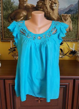 Бирюзовая шелковая блуза с перфорацией