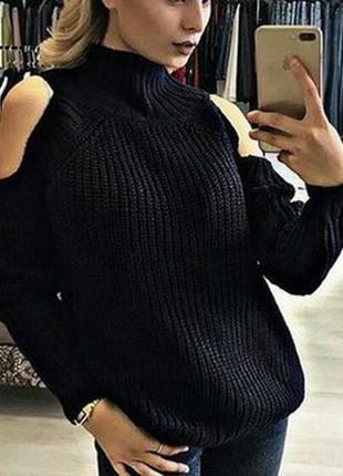 Стильный ,черный свитер, с вырезами на плечах