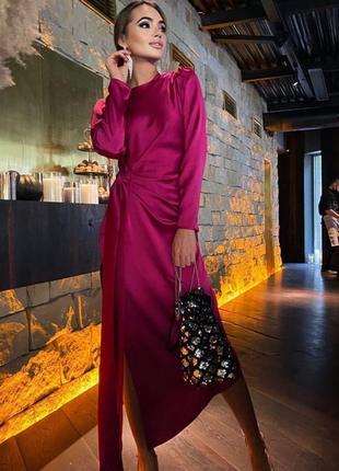 Платье с драпировкой и разрезом из плотного шелка