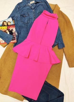 Boohoo платье с баской розовое фуксия с глубоким вырезом по фигуре карандаш футляр