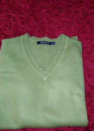 Пуловер женский.