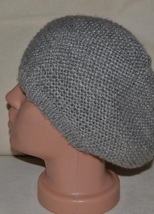 Большой выбор шапок шляп парео и платков разных размеров и фасонов