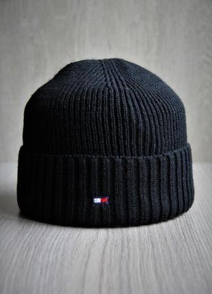 Тёплая шапка, хорошего качество со значком tommy hilfiger купить