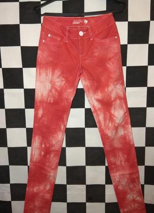 Красные джинсы