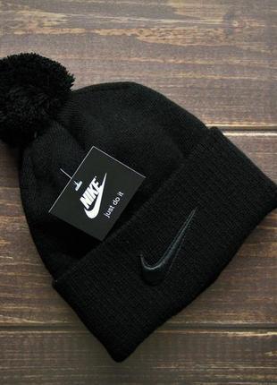 Тёплая шапка, хорошего качество со значком nike купить