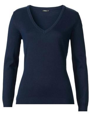 Актуальный пуловер с v-образным вырезом