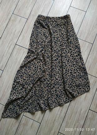 Стильная юбка миди с ассиметричным низом