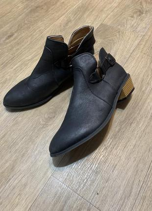 Туфли ботинки на низком каблуке 41р