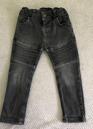 Чёрные джинсы скинни с потертостями