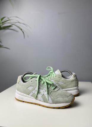 Крутые кроссовки asics