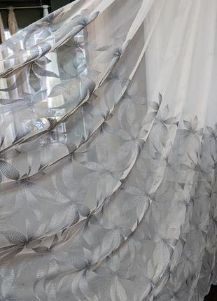 Стильный тюль с серыми цветами