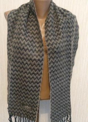 Фірмовий шерстяний шарф.