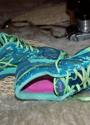 Удобные кроссы в спорт зал или на фитнес  . яркие кроссовки оригинал asics