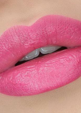 Помада для увеличения губ от benefit